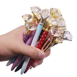 Penne in cristallo online-2019 Top Fashion Creativo di vetro di cristallo Kawaii Penna a sfera con grande diamante lusso penna scuola forniture per ufficio regali di Natale di Halloween