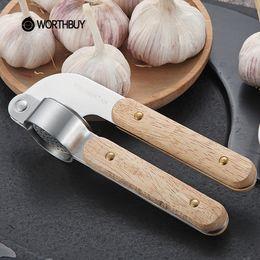 Frutas vegetales de goma online-NUEVO diseño 304 prensas de ajo de acero inoxidable rebanador de goma mango de madera trituradora de ajo frutas verduras herramientas accesorios de cocina