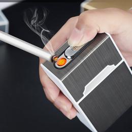 2019 pitilleras para hombre Nuevo caso de cigarrillos con encendedor portátil 20pcs boquilla a prueba de agua caja de cigarrillos USB recargable encendedor eléctrico regalos de los hombres rebajas pitilleras para hombre