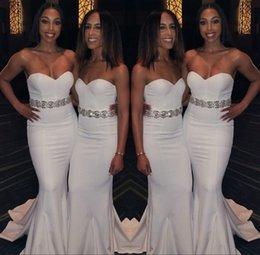 revêtement de sol minimaliste Promotion 2019 robes minimaliste de demoiselle d'honneur de cou chérie argent Appliques Sash élégante longueur de plancher robe de mariée robe de bal BM0733