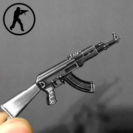 Argentina Novedad Counter Strike Gun AK47 Llavero Hombres Baratija Awp Rifle Francotirador CS GO Sabre Bolso de los hombres Cadena dominante del coche Souvenirs Regalo Suministro