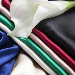 2020 donne bianche della maglia di seta Raccolto Top White Cami 100% carro armato delle donne della seta delle parti superiori di base Serbatoi Solid estate Maglietta senza maniche in raso di seta maglia nera nudo che basa la camicia sconti donne bianche della maglia di seta