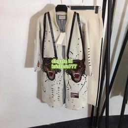Veste en maille en Ligne-Femmes Lettre en tricot Imprimé Ceintures Col montant Pull long Cardigan Veste Paris Fashion Week Veste + Pantalon large à la taille Costume Ensemble