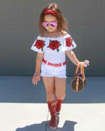 2019 o bordado floral caçoa camisas 2019Cute Baby Girl Crianças Camisas Florais Top + Rasgado Denim Shorts Hot New Baby Girl Roupas Rose Bordado Fora Do Ombro Top Shorts Set o bordado floral caçoa camisas barato