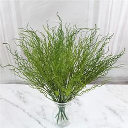 Cespugli artificiali online-5 pezzi foglie artificiali di plastica verde erba cespuglio di drago ramo di salice stile europeo secco falso fiore decorazioni per la casa