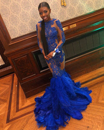 2019 vestiti da promenade blu piuma Royal Blue Mermaid Prom Abiti da sera 2019 Sexy See Through Feather Appliqued Abiti da cerimonia con maniche lunghe vestiti da promenade blu piuma economici