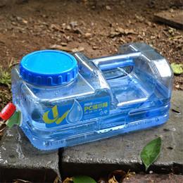 2019 kunststoffträger 5L PC Mounchain im Freien verdicken Plastikwasserbeutel-Behälter-tragbarer Einkaufseimer-Wasserträger mit Hahn-Fass PET günstig kunststoffträger