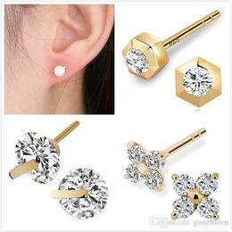 Brand New 0.10 CT DIAMANT 10 k or jaune en forme de cœur boucles d/'oreilles Hommes//Femmes