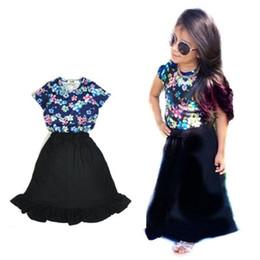 2019 5t vestito nero solido La nuova estate ha increspato gli insiemi di vestiti della neonata del vestito di vestito nero solido della camicia di short floreale della manica trasporto libero 5t vestito nero solido economici