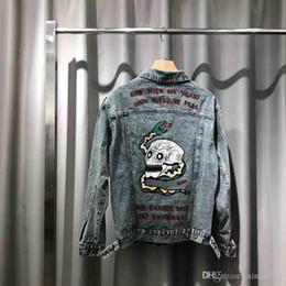 2019 chaqueta de calavera 2019 Mens Designer Denim Jackets Luxury Back Snake Skull Bordado Ropa Botón de metal Camisas de manga larga Hombres Mujeres Real Label Tag Nuevo chaqueta de calavera baratos