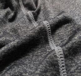 2020 под компрессионным механизмом Слои Compression Мужчины тройники Спортзалы Одежда Фитнес Compression база под Tops футболки Top Высокая гибкость Skins Гир Wear скидка под компрессионным механизмом