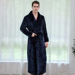 2019 зимняя пара длинные халаты мужчины женщины теплое платье с капюшоном халат мужские пижамы фланелевые утолщение пижамы пара европы от Поставщики одежда для взрыва