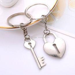 Paar-Verschluss und Schlüssel Keychain Liebhaber-Metallherz-Schlüsselring Valentinstag-Geschenk-Hochzeits-Bevorzugungen Keychains mit Karte Dhl-freies Verschiffen von Fabrikanten