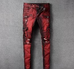 wein hose mode männer Rabatt European American High Street Fashion Men Jeans Wine Red Retro Spliced zerrissene Jeans-Männer große Tasche Cargo Pants Biker homme