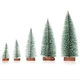 Hot Mini albero di Natale fiocchi di neve artificiale Natale mini ornamenti di cedro Tavolo da Festival Ornamento in miniatura Decorazione della casa cheap tree miniature da miniatura dell'albero fornitori