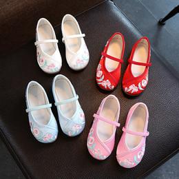 2019 zapatillas de ballet planas Niños zapatos bordados de estilo chino Hanfu ballet planos ocasionales cómodos zapatos para niños princesa antigua bordados chinos zapatillas de ballet planas baratos