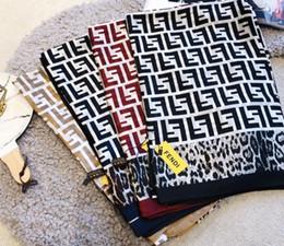 Écharpe femme léopard en Ligne-Foulard en soie pour les femmes de haute qualité Womens double lettre F léopard imprimé foulards pashmina plus récents foulards en soie mode foulard