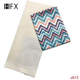 Encaje blanco estampado africano online-Tela de encaje africano HFX / encaje de guipur blanco de alta calidad + impresión multicolor Bazin Riche Getzner 2.5 + 2.5 yardas de tela L612