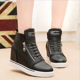 Yeni Moda Bayan Kızlar Sıcak Yüksek Üst Kırmızı Siyah Beyaz Ayakkabı Orta kama Topuk Sneakers Fermuar ayakkabı Rahat Ayakkab ... supplier black high wedges shoes nereden siyah yüksek kama ayakkabıları tedarikçiler