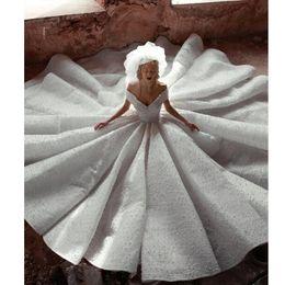e7f70a09c414 Fuera del hombro Cuello en V Vestido de bola Vestidos de boda Peals Major  Beading Dubai Vestidos de novia nupciales 2019 Nueva llegada La mejor  calidad