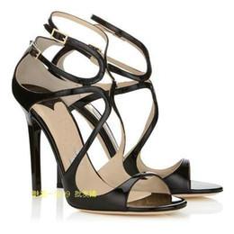Zapato cortado online-2019 Impera Rihanna Tacones altos Sexy punta estrecha Pigalle Zapatos Cortar Correa del tobillo Mujeres Bombas Cordones Recortes Mujeres Sandalias