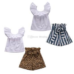 Menina de shorts de leopardo on-line-Crianças roupas de grife roupas meninas crianças plissado voar tops de manga + stripe calções leopardo 2 pçs / set 2019 Conjuntos de Roupas de bebê Verão C6764
