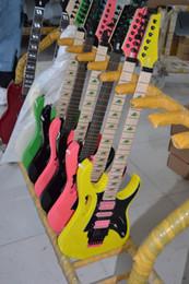 Canada NOUVEAU JEM 7V Vert Guitare électrique Jaune Rose Noir HSH Micros Tremolo Bridge Guitares électriques Pyramid incrusté de matériel noir Offre