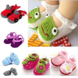 Crochet sandals online-Scarpe fatte a mano da bambino scarpe da maglia per bambini sandali casual da bambina Infilate Sapatos Infantis Flower Baby Slippers