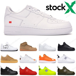 Femme de baskets blanche en Ligne-2020 Nike Air Force 1  Hommes Femmes Designer Casual Sneakers Skateboard Chaussures Low Black White Utility Red Flax High Cut High quality Mens Trainer Sports Shoe