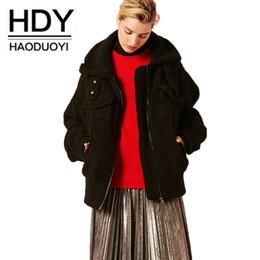 2019 casacos americanos para senhoras Haoduoyi 2018 Novo Casaco De Pele Europeu jaqueta de lã de cordeiro senhoras lapela zipper preto imitação pele de carneiro quente moda jaqueta desconto casacos americanos para senhoras