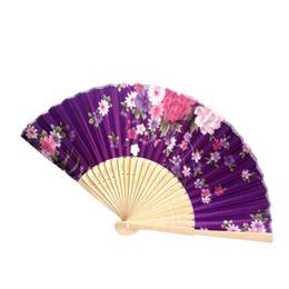 Mão de Bambu Dobrável Ventilador de Flor Ventilador de Casamento Personalizado Do Vintage Presentes de Bolso Do Partido de Dança Chinesa de casamento fã de Fornecedores de tubo de erva de fumo