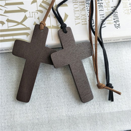 2019 collane in pelle di legno Collana in legno croce pendente gioielli retrò personalità semplice collana in legno fascino corda in pelle croce accessori moda lunga catena