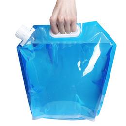 Contenedores de agua de senderismo online-Bolsas de agua plegables en caliente Bolsa de agua potable plegable Contenedor portador de agua para autos para acampar al aire libre Senderismo Picnic Hidratación Gear 4894