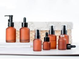 Prensa de aceite esencial online-30 ml con gotero botella de pulverización de emulsión de la bomba de prensa vidrio esmerilado perfecta para la crema de perfume de Aromatherapy Essential Acondicionador mezclas de aceites