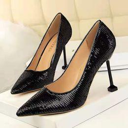 2019 stilettos púrpura del rhinestone Cool Black Shining Sequins High Heels señaló tacones altos 2019 nuevos zapatos de mujer de moda para la boda o la fiesta Sexy pedal de carretera