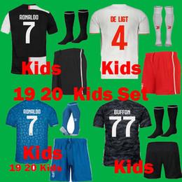 2019 shorts para crianças Crianças 19 20 Juventus DE LIGT RONALDO Conjuntos de uniformes de Futebol conjunto 2019 2020 Meninos Juven Juvenil DYBALA BUFFON Camisas De Futebol meia Curta desconto shorts para crianças