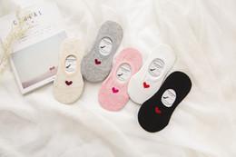 Zapatillas de corazon online-20 unids / lote primavera verano desgaste forma de corazón lindo algodón tobillo zapatillas calcetines invisibles para mujeres niñas calcetines cómodos