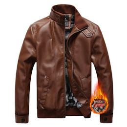 2019 casaco de veludo homem curto Inverno novo pu jaqueta de couro stand-up, dos homens plus size além de veludo de couro grosso, tendência fina jaqueta de couro da motocicleta curta desconto casaco de veludo homem curto