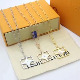 aço chegam novas Moda Lady Titanium letra V 18K ouro de espessura colares com oco Out Mãe de Pearl Quatro Flor pingente folha de