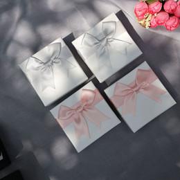 pajarita Rebajas Caja de regalo exquisita anillo pulsera Stud Stud Joyería de calidad de lujo Caja de empaquetado de la joyería con pajarita Caja de regalo de San Valentín