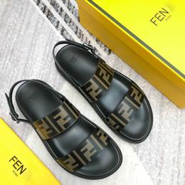 Новые Роскошные дизайнерские мужские Письменные модели Сандалии на платформе Высочайшее Качество летние фирменные гладиаторские сандалии классические туфли Размер 38-45 от Поставщики коврики для рыбы