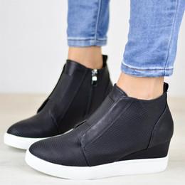 Botas confortáveis wedge tornozelo on-line-Mulheres Botas Plataforma Tornozelo Sapatilhas Confortáveis Cunhas Deslizamento Em Sapatos de Rastejantes Sapatos Mulher Botas Tamanho 35-43