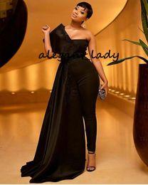 Combinaison de soirée noire en Ligne-Plus La Taille Noir Robes De Bal Femmes Combinaisons 2019 Une Épaule Satin Dentelle Appliqued Robes De Soirée avec Wrap