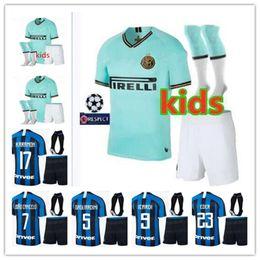 Milan jersey corto online-TOP 2019 2020 Inter Adulto Kit Fútbol Jersey Milán 19 20 LAUTARO ICARDI PERISIC NAINGGOLAN POLITANO Camiseta de fútbol + Shorts + Calcetines