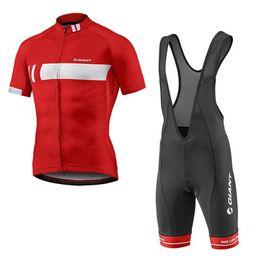 Un ciclo jersey blanco y negro online-Alta calidad 2019 ropa de ciclismo GIGANTE Ropa de bicicleta de montaña Rojo negro blanco Ciclismo Jersey manga corta camisa / babero Shorts Set Y052909