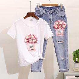 Jeans blancos mujeres online-Set de dos piezas de verano de flores rosa botella de lentejuelas camiseta blanca + tobillo ripped jeans mujer 2 piezas traje pantalón conjuntos trajes