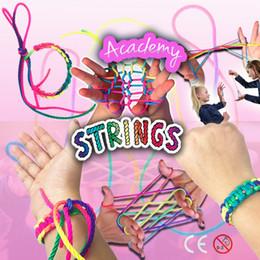 Juego de cuerdas online-Rainbow Rope Finger Game Toys DIY Finger String Cadena colorida Juguetes nostálgicos Desarrollo de inteligencia Regalos de lujo TTA1478