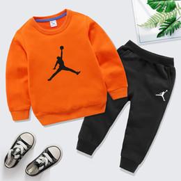 Комплект мальчика футболка онлайн-10 цветов Марка Дизайнерские 100% хлопок Детская одежда Мальчики Девочки Одежда Установить костюмы Спортивная одежда с длинным рукавом Толстовка + Pant Set для детей