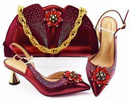 2019 b robes sac à main Beau vin femmes pompes correspondent sac à main sertie de chaussures africaines de style fleur de cristal et sac pour robe MM1085, talon 7CM b robes sac à main pas cher