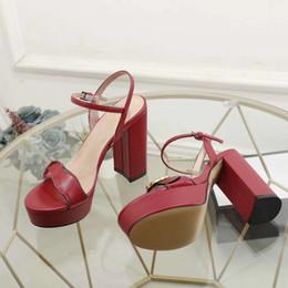 Pvc de couro sexy quente on-line-2019 nova venda quente das mulheres casual sandálias de salto robusto sapatos de couro meninas moda sexy vermelho plataforma de espessura saltos lady tamanho grande 40 42 preto